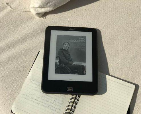 Buchcover von Kira Grünberg auf einem eReader
