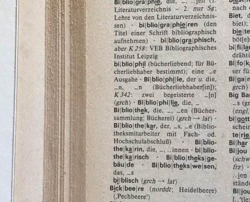 Duden, aufgeschlagene Seite mit dem Wort Bibliothek