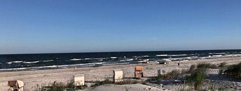 Strand und Dünen - Fußspuren in den Dünen, - Nachhaltigkeit?